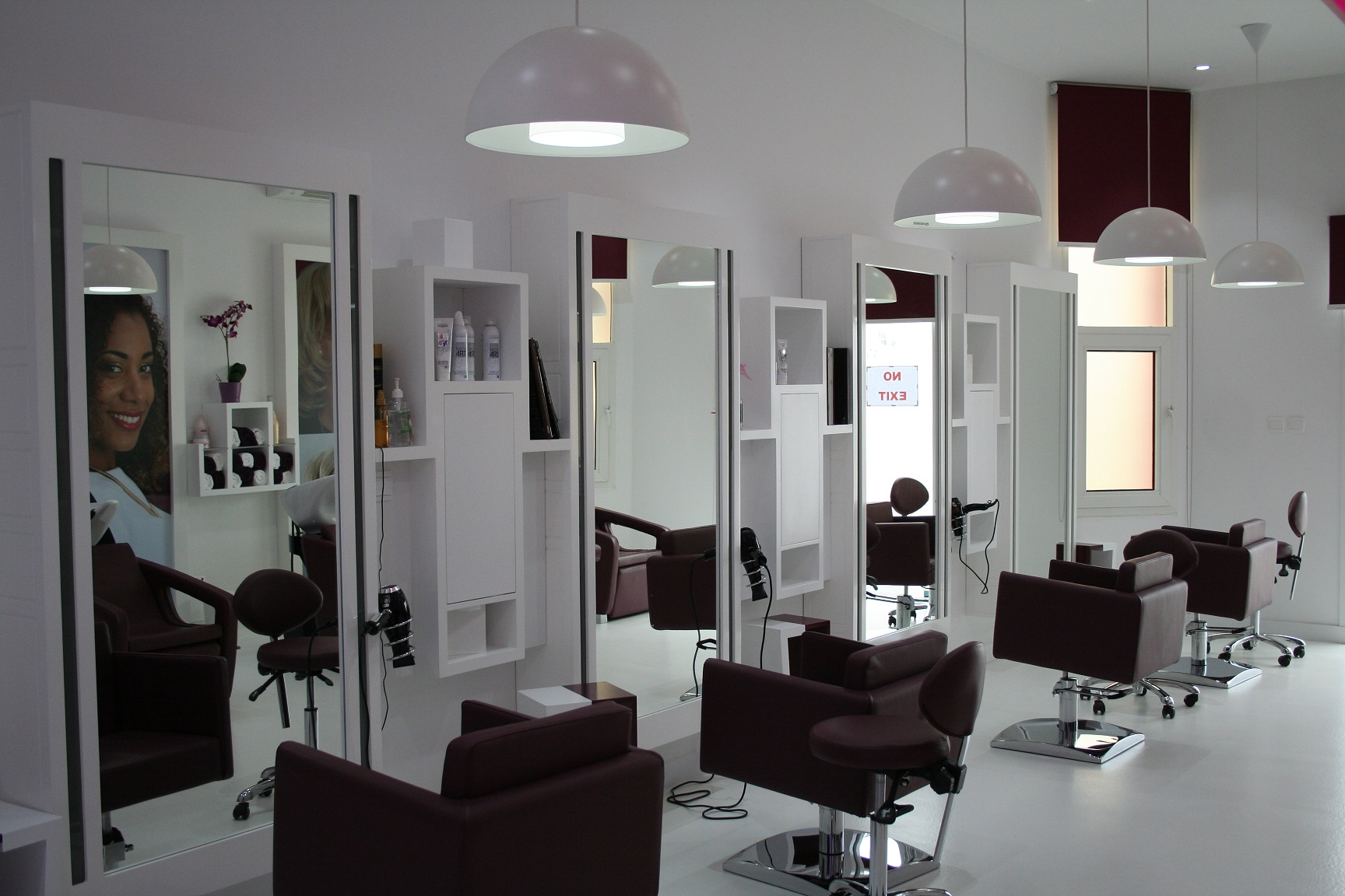 Qanect roots a premier international women s hair and for Interieur stylist